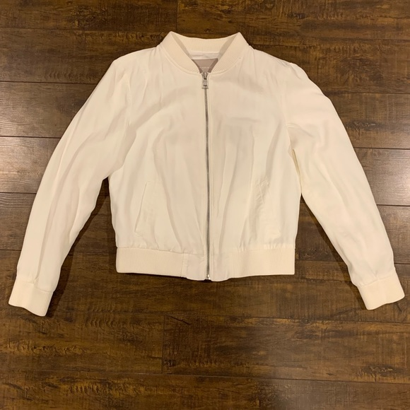 Banana Republic Jackets & Blazers - Banana Republic Off White Bomber Jacket